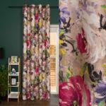 Kolorowa zasłona z efektem malowanych kwiatów