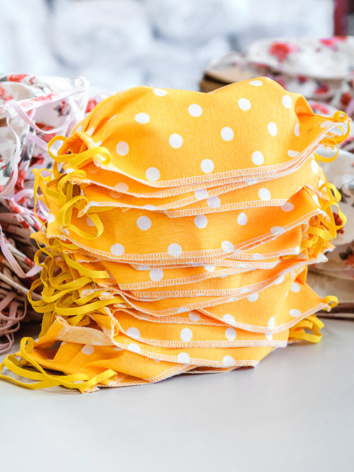 maseczki w groszki żółte
